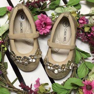 5/$20 Cherokee girls gold dress shoe size 6